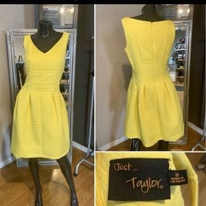 📌Like new Worn once yellow gorgeous dress.